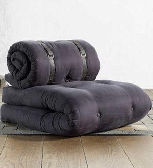 un fauteuil pour deux matelas gain de place de grandes id es pour de petits espaces. Black Bedroom Furniture Sets. Home Design Ideas