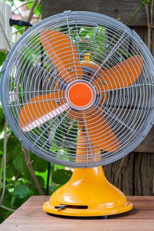 le ventilateur pour loigner les moustiques 31 astuces et rem des efficaces pour dire adieu. Black Bedroom Furniture Sets. Home Design Ideas