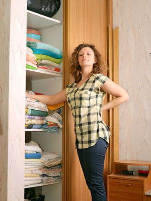 nettoyer son armoire et la rendre plus fra che des astuces de grand m re pour nettoyer la. Black Bedroom Furniture Sets. Home Design Ideas