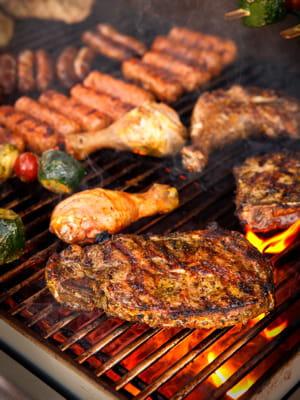 Allumer un barbecue 10 choses qu 39 un homme doit savoir faire linternaute - Faire une plancha entre amis ...