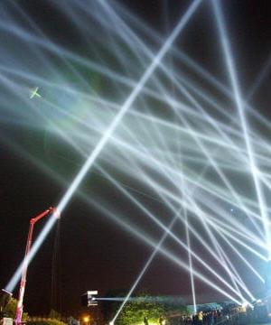 faisceaux lasers utilisés par les boîtes de nuit.