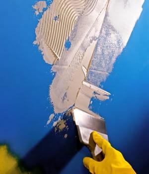 Enduire un mur de ciment peint - Enduire un mur peint ...