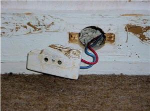 penser changer les prises lectriques et les interrupteurs trop anciens. Black Bedroom Furniture Sets. Home Design Ideas