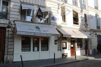 a la petite chaise restaurant parisien du 17e si cle ces lieux historiques qui abritent des. Black Bedroom Furniture Sets. Home Design Ideas