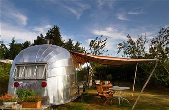 dormir dans une caravane am ricaine 20 lieux insolites. Black Bedroom Furniture Sets. Home Design Ideas