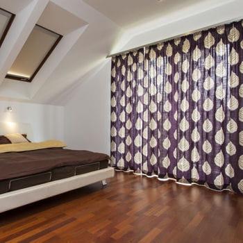 poser des double rideaux 10 astuces pour faire des conomies de chauffage linternaute. Black Bedroom Furniture Sets. Home Design Ideas