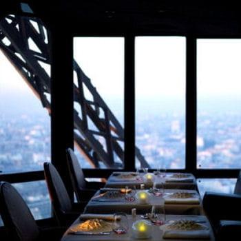déguster une cuisine innovante tout en profitant de la vue depuis le 2e étage de