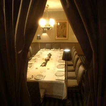 le décor du restaurant est chic et élégant, mais sans ostentation.