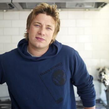 Jamie oliver cool attitude 20 portraits de chefs sexy for Cuisinier oliver