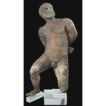 cette statue en bronze symbolise marsyas, satyre phrygien.