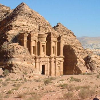 pétra a été créé dans l'antiquité au viiie siècle avant j.-c.par les edomites.
