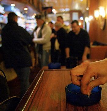 12 l 39 interdiction de fumer dans les lieux publics les plus grands v nements de la d cennie. Black Bedroom Furniture Sets. Home Design Ideas