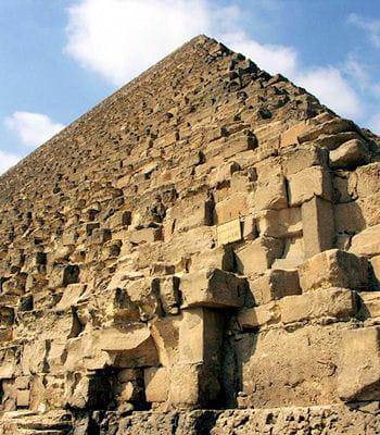 le nombre pi se retrouverait dans les pyramides à l'instar de la pyramide de