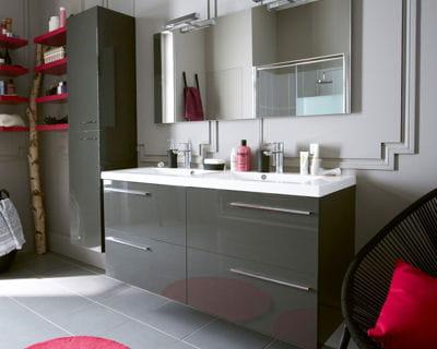 une salle de bains laqu e. Black Bedroom Furniture Sets. Home Design Ideas