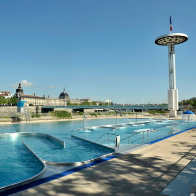 Les plus belles piscines pour faire le grand plongeon for Hotel design piscine lyon