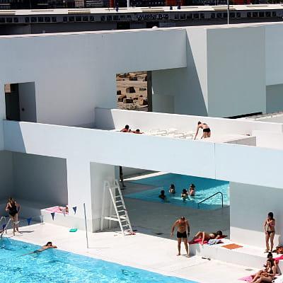 les bains des docks au havre les plus belles piscines pour faire le grand plongeon linternaute. Black Bedroom Furniture Sets. Home Design Ideas