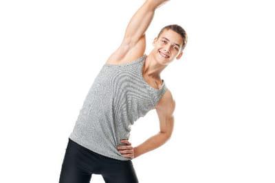 etirer les muscles fatigu s 15 exercices pour perdre ses poign es d 39 amour linternaute. Black Bedroom Furniture Sets. Home Design Ideas