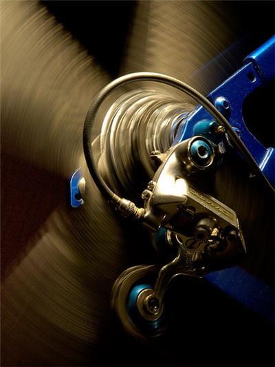 la roue conserve une énergie mécanique constante quelle que soit la vitesse.