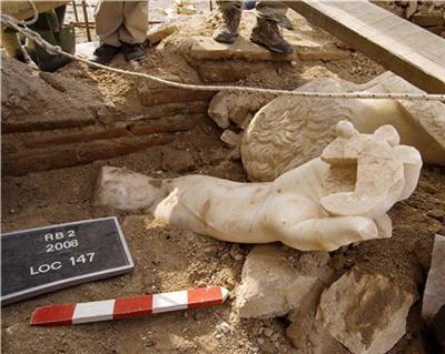 la statue a explosé lors du tremblement de terre en 590 après jc.