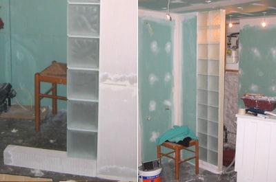 le montage des briques de verre r nover enti rement sa salle de bains linternaute. Black Bedroom Furniture Sets. Home Design Ideas