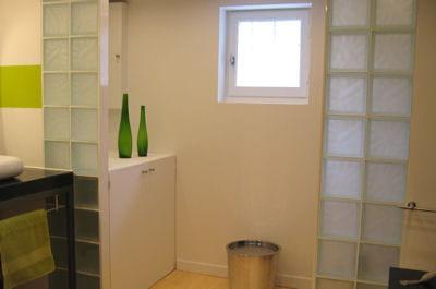 Une cloison discr te r nover enti rement sa salle de for Cloison verre salle de bain