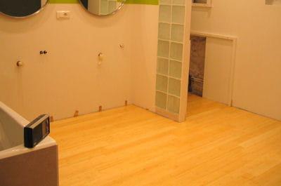 les concepteurs artistiques poser un tablier de baignoire en bois. Black Bedroom Furniture Sets. Home Design Ideas
