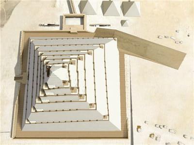une rampe en colimaçon aurait perturbé la cosntruction de la pyramide.
