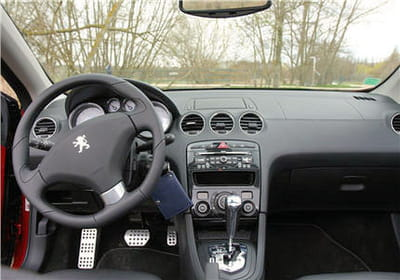 console de bord essai de la peugeot 308 cc linternaute. Black Bedroom Furniture Sets. Home Design Ideas