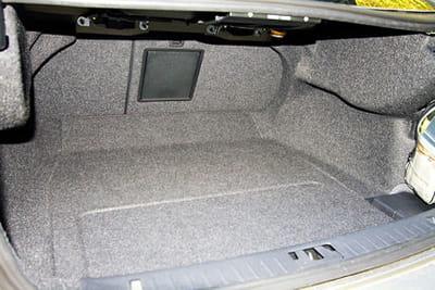 une capacit de coffre en retrait volvo s60 routi re d 39 excellence linternaute. Black Bedroom Furniture Sets. Home Design Ideas