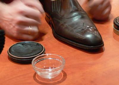 glacer vos chaussures en cuir les astuces d 39 un pro pour bien entretenir ses chaussures. Black Bedroom Furniture Sets. Home Design Ideas