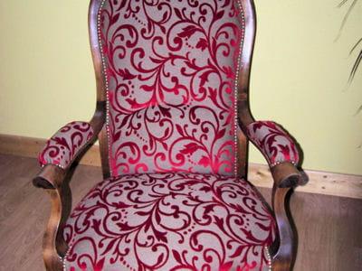 la pose du tissu restaurer un fauteuil voltaire linternaute. Black Bedroom Furniture Sets. Home Design Ideas