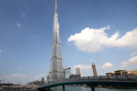 plus grande tour du monde burj khalifa dubai. Black Bedroom Furniture Sets. Home Design Ideas