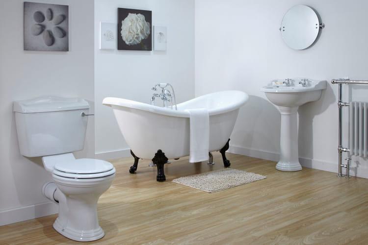une salle de bains n o classique. Black Bedroom Furniture Sets. Home Design Ideas