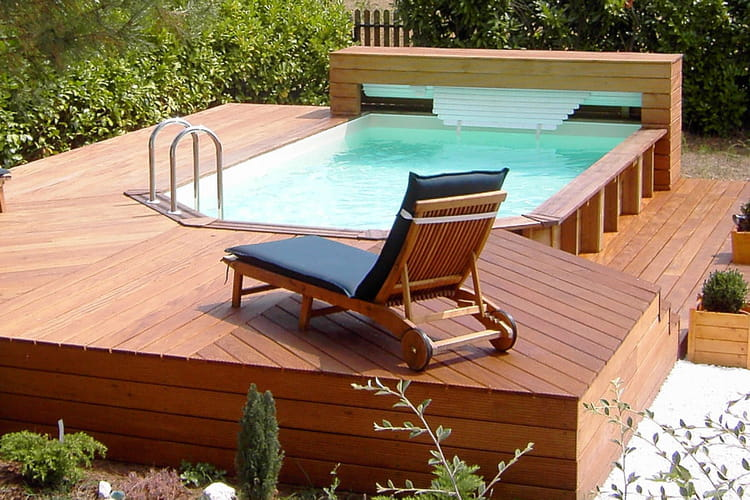 Une piscine semi enterr e for Piscine en bois semi enterree