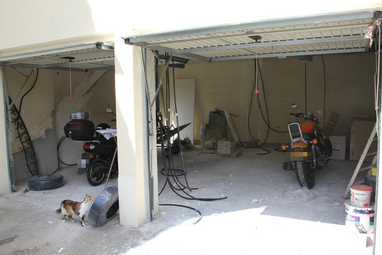 Deux garages transform s en un bel appartement linternaute - Transformer garage en piece ...