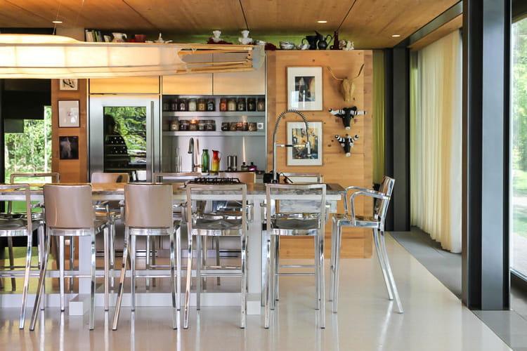une cuisine conviviale et soign e. Black Bedroom Furniture Sets. Home Design Ideas