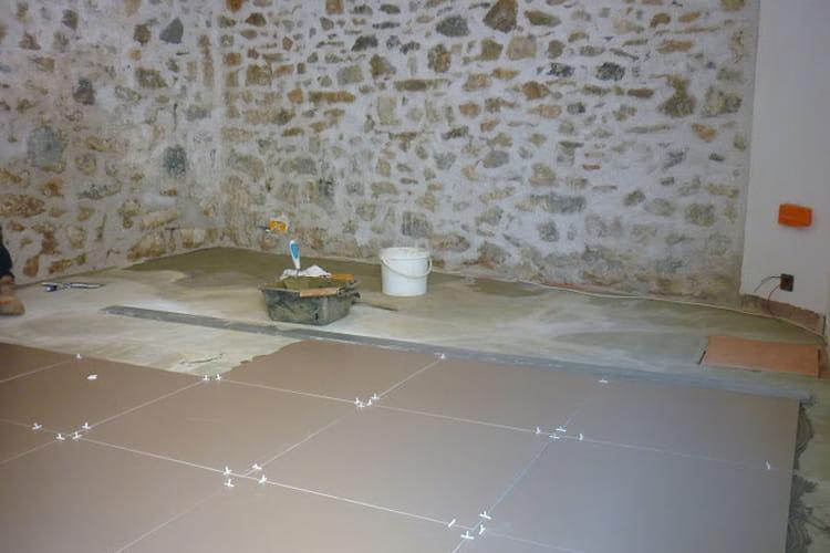 Un carrelage flambant neuf pour le salon la r novation for La maison du carrelage