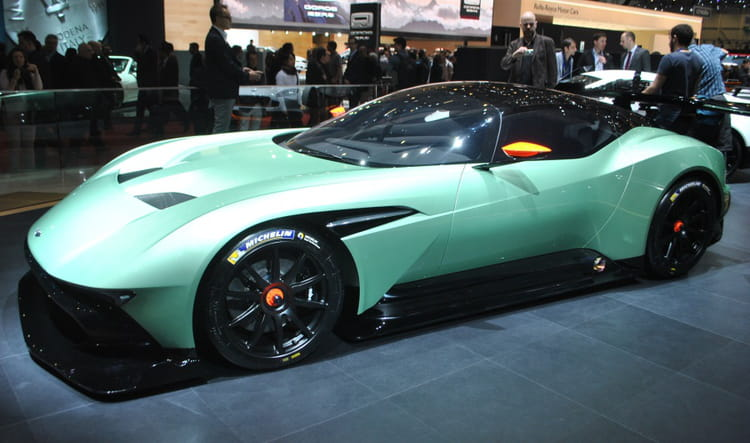 aston martin vulcan l extraterrestre du salon de gen ve salon de gen ve 2015 les voitures. Black Bedroom Furniture Sets. Home Design Ideas