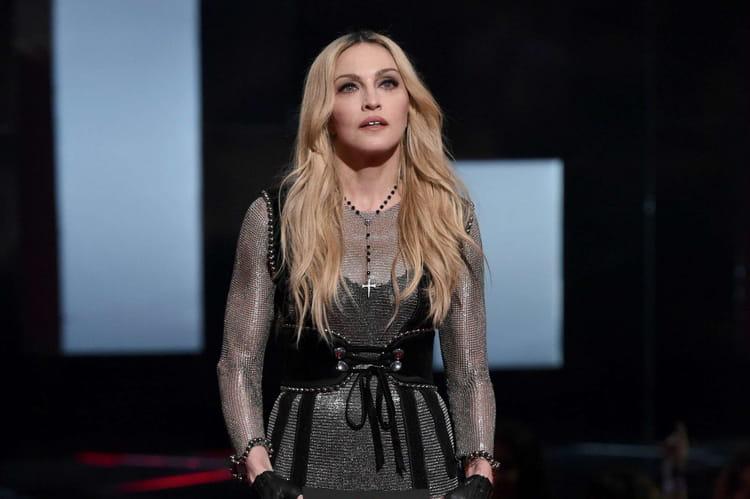 Madonna  yoga  pilates et footing au quotidien
