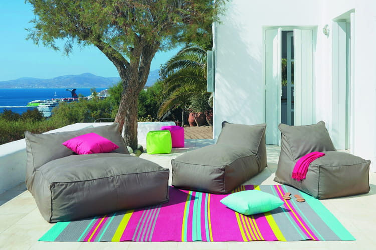 installer un tapis dans le jardin des astuces d co pour la terrasse ou le jardin linternaute. Black Bedroom Furniture Sets. Home Design Ideas