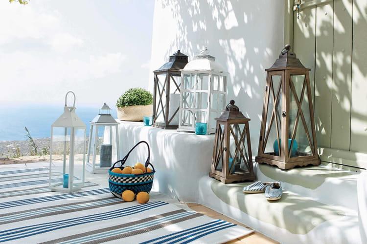 poser des lanternes. Black Bedroom Furniture Sets. Home Design Ideas