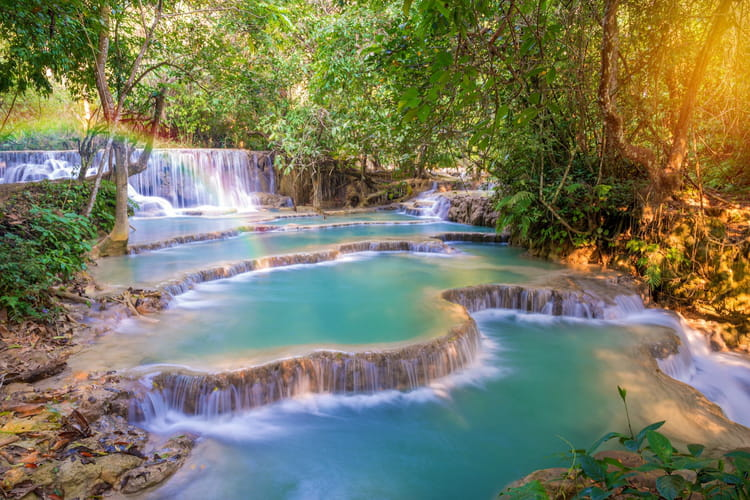 les chutes de kuang si au laos les plus belles piscines naturelles du monde linternaute. Black Bedroom Furniture Sets. Home Design Ideas