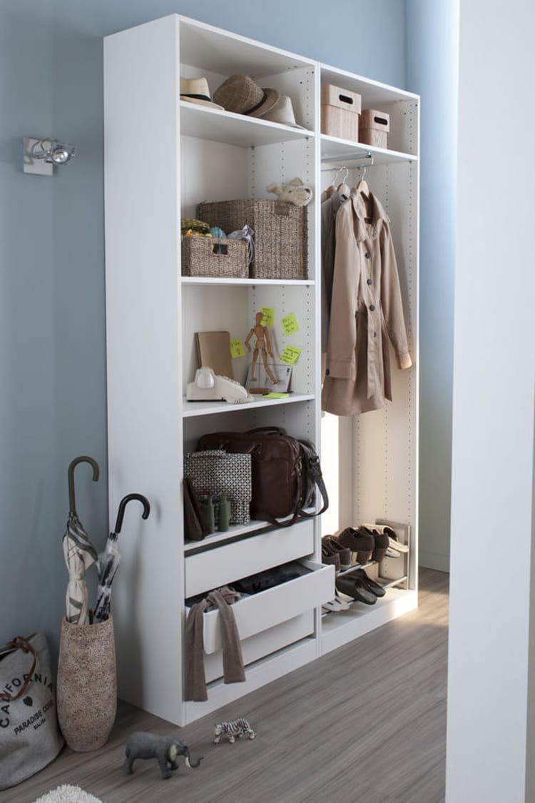 un dressing pour mieux ranger des id es d co pour votre couloir linternaute. Black Bedroom Furniture Sets. Home Design Ideas