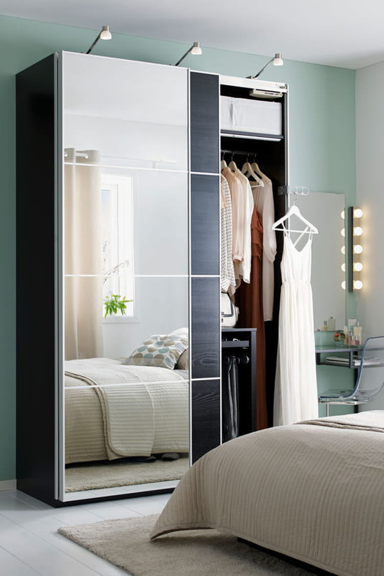 une grande armoire avec miroirs ces dressings qui donnent envie de ranger linternaute. Black Bedroom Furniture Sets. Home Design Ideas