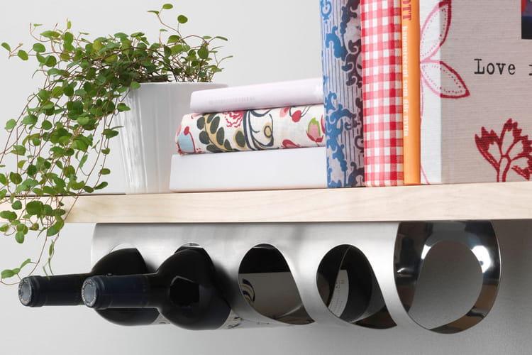 un porte bouteilles gain de place de bonnes id es pour ranger vos bouteilles linternaute. Black Bedroom Furniture Sets. Home Design Ideas