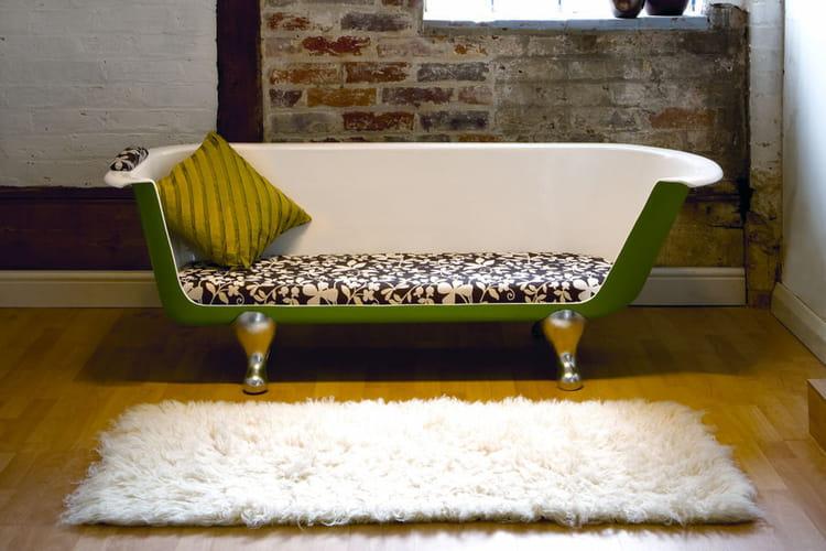un canap baignoire d tournement d 39 objets des astuces pour se meubler peu de frais. Black Bedroom Furniture Sets. Home Design Ideas