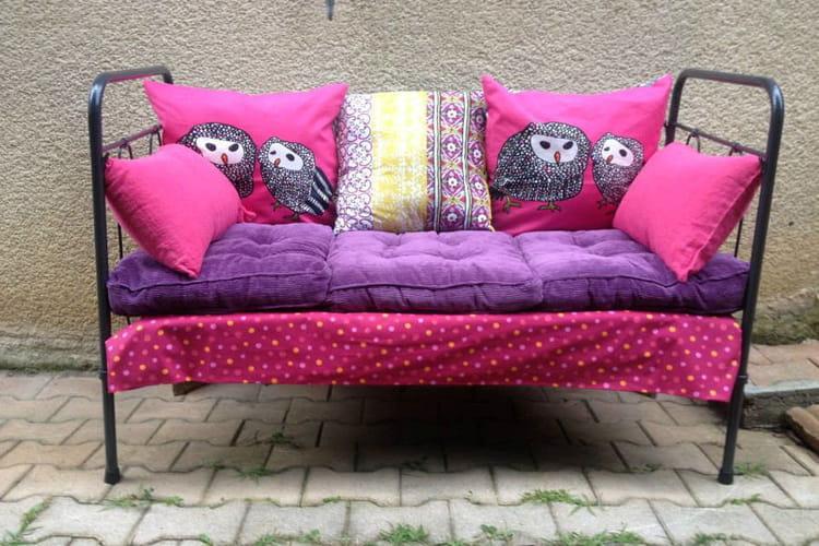 un lit ancien transform en banquette. Black Bedroom Furniture Sets. Home Design Ideas