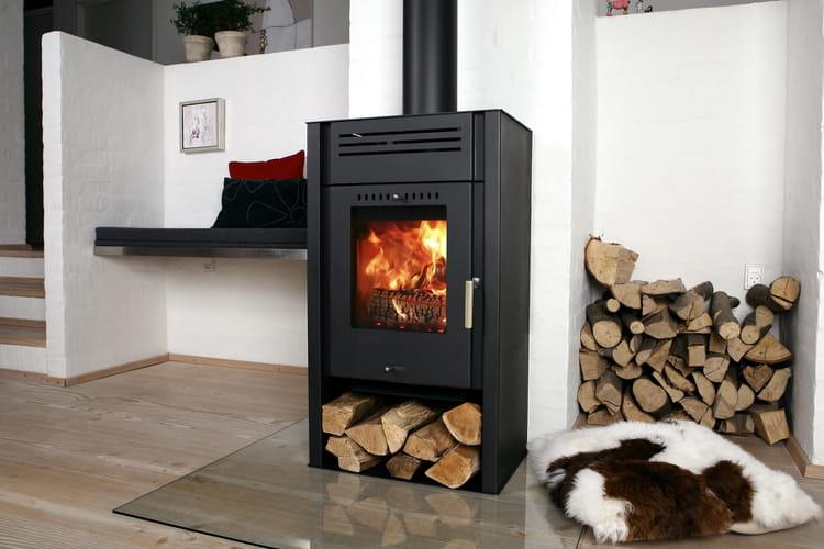 optimiser l espace dans un salon s lection de 15 po les bois design linternaute. Black Bedroom Furniture Sets. Home Design Ideas