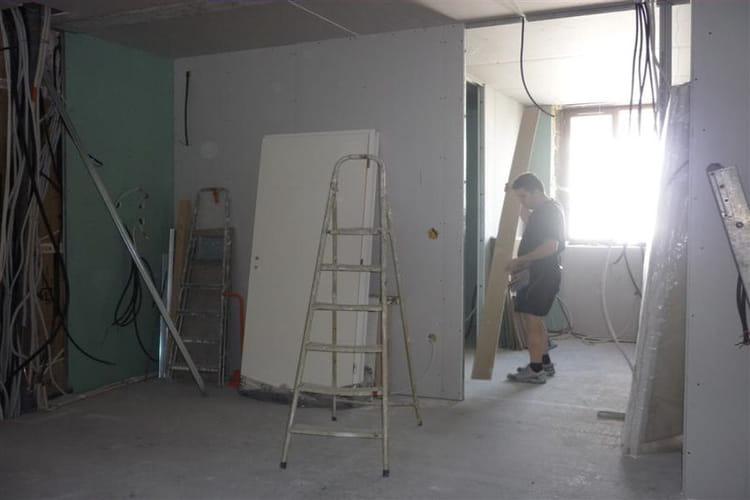 la pose des cloisons un couvent transform en un bel appartement linternaute. Black Bedroom Furniture Sets. Home Design Ideas