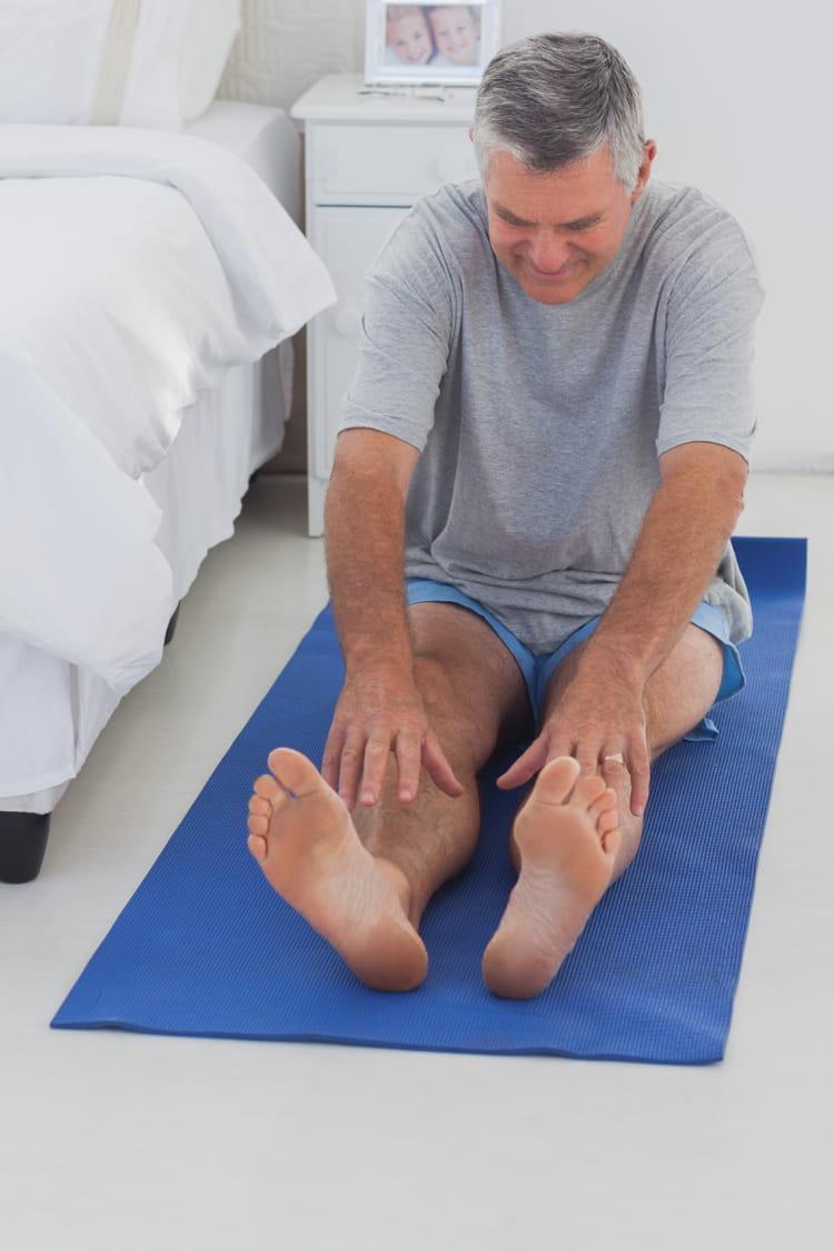 etirez les jambes en position assise 10 exercices faire au saut du lit linternaute. Black Bedroom Furniture Sets. Home Design Ideas